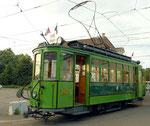 Der Trammotorwagen Be 2/2 Nr.163 während einer abendlichen Kursfahrt, Juni 2014