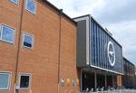 Der Haupteingang der Rundhofhalle der Mustermesse Basel 1955. Architekt Hans Hofmann (1897 bis 1957). Ab 1951 plante er das markante Bauwerk, 1953 begannen die Bauarbeiten und bereits ein Jahr später war Eröffnung. Foto 2016
