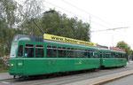 Tramzug der Linie 15 mit Motorwagen Be 4/4 Nr. 463 und Anhängewagen Nr .1477 an der Haltestelle Bruderholz, 2015