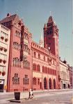Das gesamte Rathaus am Marktplatz im Sommer 1981