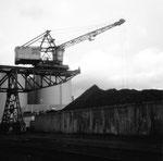 Der Kran Nr.2 der Rheinischen Kohlenumschlags AG im Klybeck-Hafen, 1972