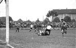 Der FCB-Torhüter Paul Wechlin während des Spiels FC Basel - FC Nordstern (2:0) im legendären Stadion Landhof im April 1943