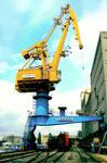 Ein neuer Kran der RHENUS im Hafenbecken 1 im Jahre 2001 (TAKRAF war der VEB - Volkseigener Betrieb - für Kranbau in der DDR)