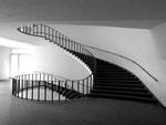 Das elegante Treppenhaus des Kollegiengebäudes der Universität Basel, 1974