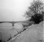 Der Elsässer-Rheinweg mit Blick zur Johanniterbrücke, 1962