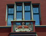 Der Balkon mit Fenster am Basler Rathaus, 2010