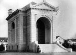 Das erste Krematorium der Schweiz im Horburg-Gottesacker, 1898 eröffnet und 1957 abgerissen. Foto ca.1910