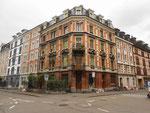 Diese schönen Häuser haben die Abrisswut, die in den 50-er Jahren begann, überstanden. Im Eckhaus Hammer- / Amerbachstrasse war bis 1990 ein sehr beliebter Zeitungs- und Zigarrenladen