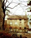 Hinterhofansicht am Bläsiring mit Blick gegen die Josephskirche, rechts der Bläsistift, im Februar 1984