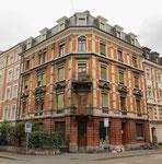 Das markante Eckhaus Hammer- / Amerbachstrasse, das die Abrisswut überstanden hat. Im Eckhaus war bis 1990 ein sehr beliebter Zeitungs- und Zigarrenladen