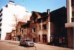 Die Häuserreihe neben dem heimeligen Restaurant Aeschentor kurz vor dem Abbruch, 1980