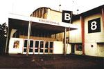 Der Eingang zur Kongresshalle 8 (Basler Halle) an der Clarastrasse 1980