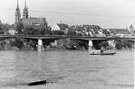 Die Wettsteinbrücke mit dem Münster, 1975