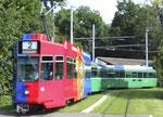 Der FCB-Trammotorwagen Be 4/4 mit zwei B4-Anhängewagen an der Endhaltestelle und Schlaufe Eglisee, 2016