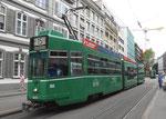 Trammotorwagen Be 4/6 S Nr.666 auf der Bruderholzlinie 16 an der Haltestelle Bankverein, Juli 2015