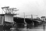 Die Johanniterbrücke während des Bau's der neuen Beton-Brücke, 1966