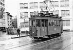 Der allein fahrende Trammotorwagen Be 2/2 Nr.190 auf der Linie 22 am Aeschenplatz, 1969 (Im Hintergrund das PAX-Gebäude)
