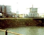 Die Tanklager der BP an der Wiesemündung in den Rhein 1976