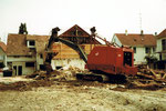 Der Musfeld-Bagger Nr.85 an der Lindenstrasse/Buschweilerweg in Neu-Allschwil (heute nur noch Allschwil), 1982