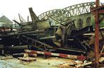 Die grosse DB-Wiesenbrücke nach dem Abbruch, im Vordergrund die Reste der grossen Bogenbrücke), 1985