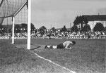 Der FCB-Torhüter Paul Wechlin im Match FC Basel - FC Zürich (2:2) im Stadion Landhof im Juni 1943