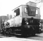 """Dampflok der St.Johann-Hafenbahn """"Tigerli"""" Nr.8480 in der Einfahrt vom Schlachthof im April 1958. Diese Dampflok verünglückte am 13. Oktober 1958 beim Hüninger Zoll mit einem Tram der Linie 25 (Siehe Bild Nr.22 unter """"Die Gegenwart der Vergangenheit"""")"""