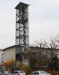 Der interessante Glockenturm der Johannes-Kirche an der Mulhauserstrasse, Baujahr 1936 von den Archtekten Karl Egender und Ernst Friedrich Burckhard, 2016