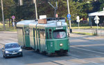 Die BVB in Belgrad: Der DÜWAG-Trammotorwagen Be 4/6 Nr. 630 mit einem B4-Anhänger in einer Strasse in Belgrad. Sommer 2017