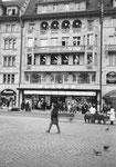 Das legendäre Blaser-Haus am Marktplatz im Jahre 1970. Ein Laden für alle Haushaltartikel.......