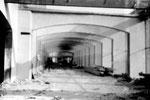 Die beliebten Arkaden in der Kongresshalle (Basler Halle 8) während des Abbruchs, 1982 (in diesen Arkaden waren während den Herbstmessen Schiessbuden unter gerbracht)