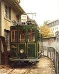 Der Trammotorwagen Be 2/2 Nr.126 des Tramclubs Basel. Abgestellt vor dem BEB-Depot Arlesheim 1975