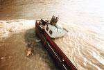 Eine Nahaufnahme des Heckteiles des Lastkahns «Corona» am Nachmittag des 28.September 1984