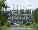 Eisenbahnbrücken über die Wiese und die Fabrikanlagen der Novartis, 2016
