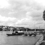 Die Klingental-Fähre mit dem Fährimaa Biondi und mit der Johanniterbrücke im Hintergrund, 1960