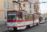 Ein Trammotorwagen der «Thüringer Waldbahn« in den Strassen von Gotha, Oktober 2018