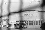 Die grosse BVB-Werkstätte Klybeck (durch den Maschenzaun fotografiert) 1969