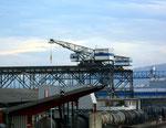Der Birsfelder Hafen mit den Krans 1 +2 der Birsterminal AG (früher Birs Kohlelager AG)  Noch eine der wenigen Hafenkrans, mit einer langen Fahrbahn, 2017