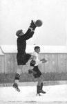 FCB-Torhüter Paul Wechlin während eines wichtigen Spiels auf dem Landhof 1946 ?