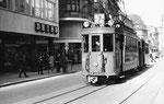 Der Trammotorwagen Be 2/2 Nr.186 auf der Linie 7 in der Gerbergasse, 1969 (Die Linie 7 verkehrte zwischen Binningen und der Schifflände)