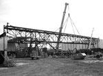 Der Abbruch des Krans COAL mit der 110 Meter langen Kranbahn der Kohlenversorgungs-AG im Hafenbecken 2 im Jahre 2002