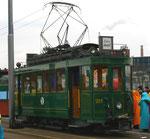 Der Trammotorwagen Be 2/2 Nr.215 auf der Wettsteinbrücke als Fasnachts-Comite-Unterkunft