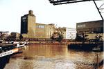 Die Hafen- und Umschlagsanlagen der Reederei NEPTUN im Hafenbecken 1, 1983