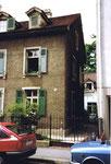 Das Vorder- und Hinterhaus am Bläsiring 129  (Vorderhaus Baujahr 1882 & Hinterhaus Baujahr 1900) kurz vor dem Abbruch 1990