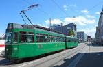 Trammotorwagen Be 4/4 Nr.464 in der Gundeldingerstrasse, 25.Juli 2015