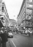 Die Streitgasse mt Blick gegen die Freie Strasse, links Kleider-Frey, Weihnachten 1982