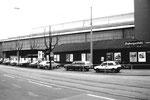Muba-Halle 6 (ehemalige Sporthalle mit Radrennbahn!) und das Restaurant Fryburgerstübli, 1980