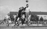 Nochmals der FCB-Torhüter Paul Wechlin während eines Spiels auf dem Landhof im Jahre 1941