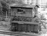 Das originelle Stellwerk der DB an der Erlenstrasse und den Wiesebrücken in den Langen Erlen 1975