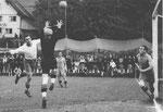 Der FCB-Torhüter Paul Wechlin im Fussballspiel FC Brühl St.Gallen - FC Basel am 14.Juli 1941