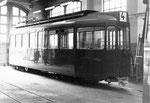 Der Trammotorwagen Be 4/4 Nr.432 wurde in der BVB-Werkstätte neu Lackiert,  1970